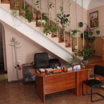 Холл стоматологии в Луганске